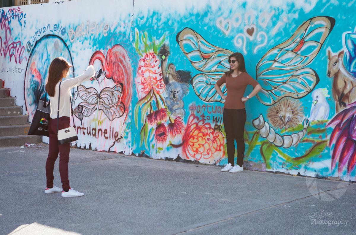 sally_crane_travel_photographer_bondi_graffiti_tourists.jpg